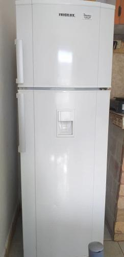 Nevera frigilux como nueva impecable con dispensador de agua