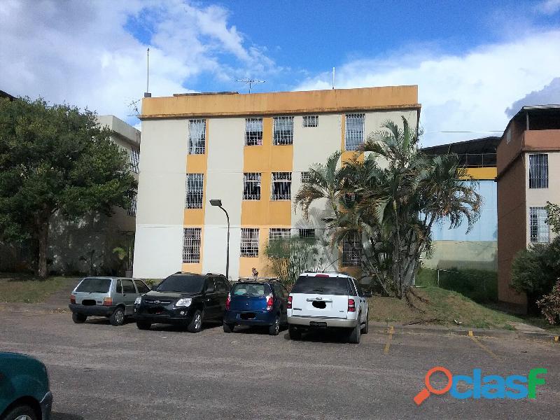 Apartamento en alquiler, resd. quinimari, sector 5.