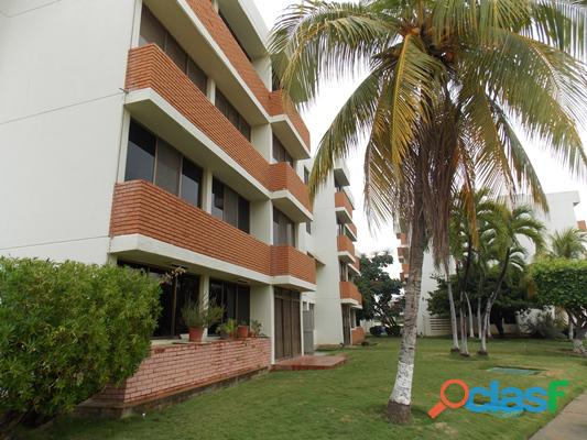 Vendo apartamento planta baja c.r flamingo lecheria 3 habitaciones