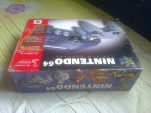 Nintendo 64 en su caja