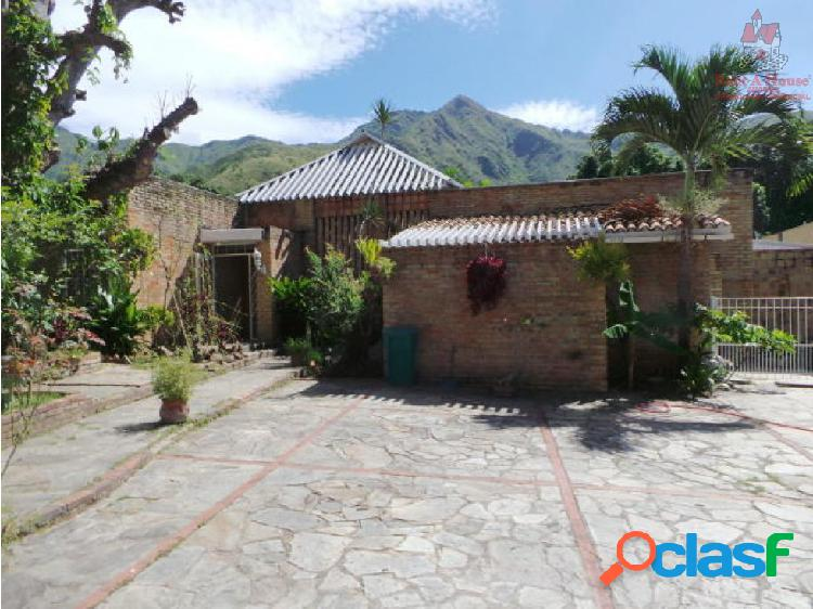Casa en venta urb el castaño maracay 19-19521 wjo