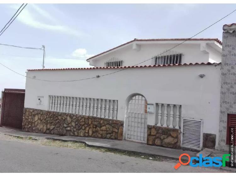 Carrizal Casa Dos Niveles, Lomas de Urquia.