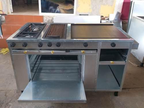 Cocina industrial con 2 hornillas, grill, plancha y horno
