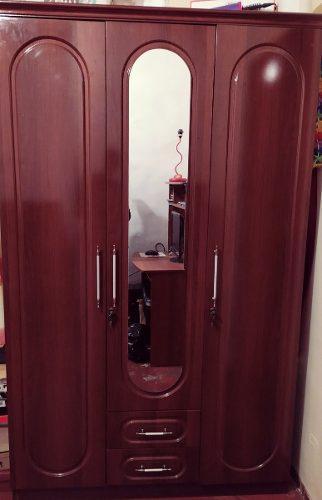Closet armario 3 puerta y 2 gavetas