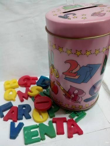 Números o letras del abecedario en latas alcancía niñas