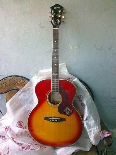 Guitarra acústica ibanez con afinador