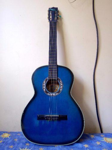 Guitarra acustica nueva con estuche para guardar