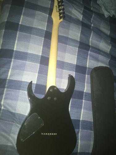 Guitarra eléctrica y amplificador ibanez