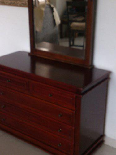 Peinadora de caoba con espejo