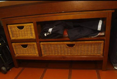 Mesa peinadora de madera con gavetas de mimbre ciudad ojeda