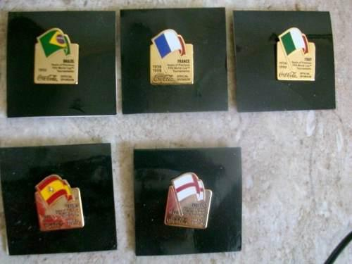 Coleccion de pin de cocacola edicion futbol
