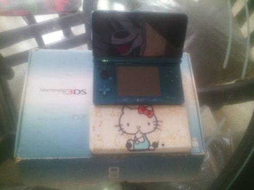 Nintendo 3ds con su caja y accesorios