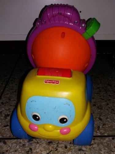 Juguete para bebés. camión mezclador fisher price