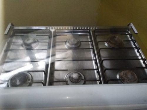 Cocina a gas de 6 hornillas