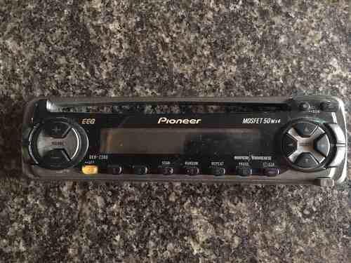 Careta de radio reproductor pioneer modelo deh 2300 usada