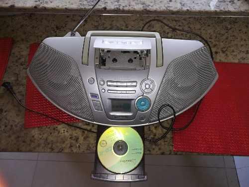 Vendo Equipo Portátil Radio Reproductor Y Cd's Panasonic