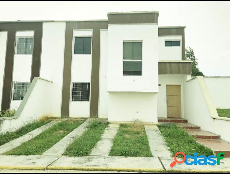 Casa con 3 habitaciones en la puerta rah: 19-19885