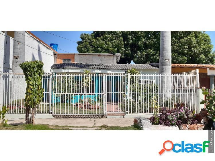 Casa amplia en Urb. La Barraca, para remodelar.