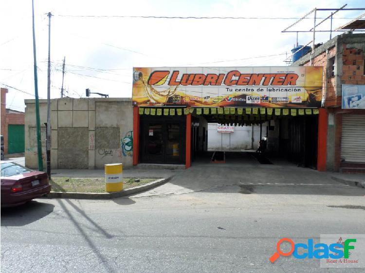 Tito reyes vende excelente local comercial