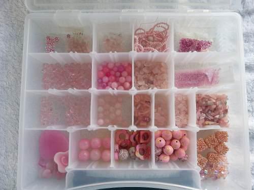 Lote material para bisutería color rosado. todo en 10 dls