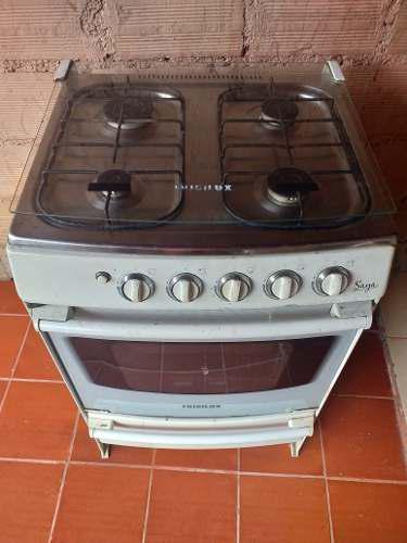 Cocina frigilux de 4 hornillas totalmente operativa