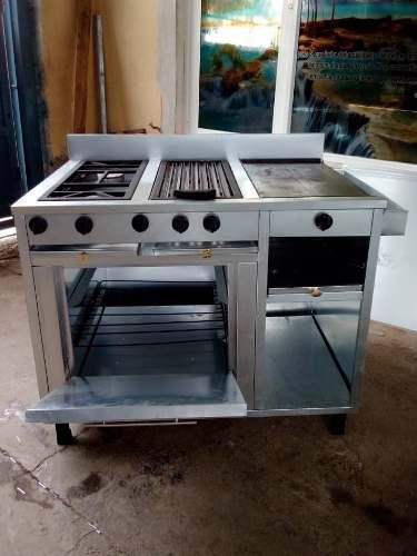 Cocina industrial con 2 hornillas, grill, plancha y horno.
