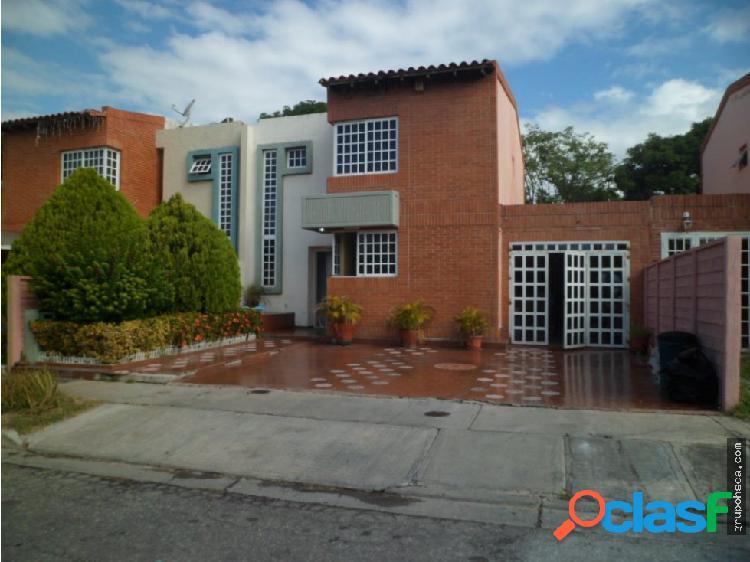 Townhouse. urb. araguama country, maracay.