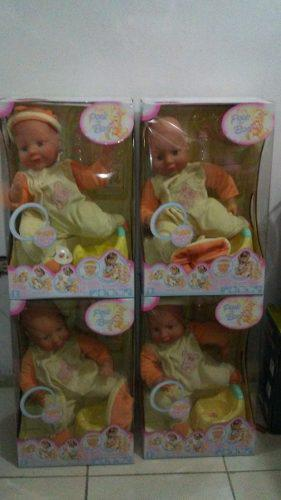 Muñeca de bebe. juguete