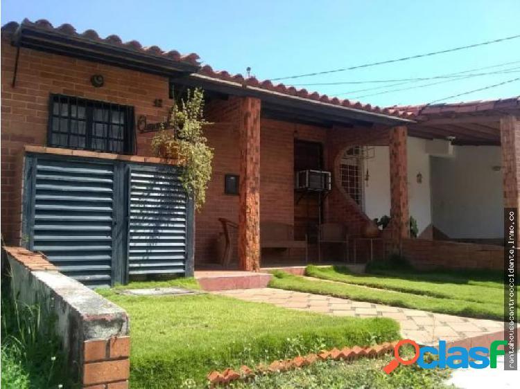 Casa en venta la mora cabudare lara 20-2128 rahco