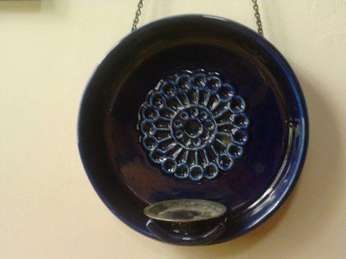 Candelabro para exteriores en ceramica color cobalto.