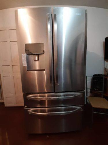 Nevera 2 puerta arriba con congelador en la parte de abajo