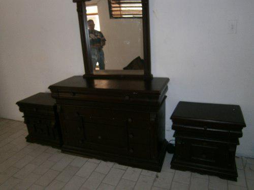 Peinadora de madera con espejo y dos mesa de noche