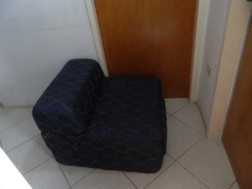 Sofa cama individual plegable. color azul