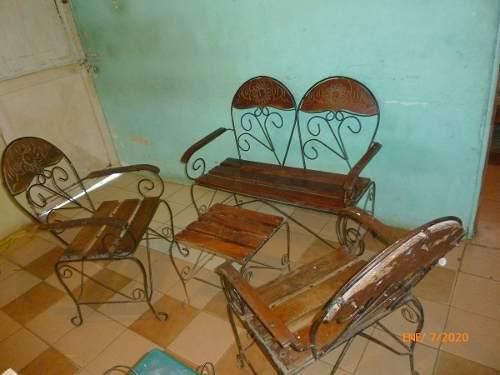 Juego de muebles de madera con hierro