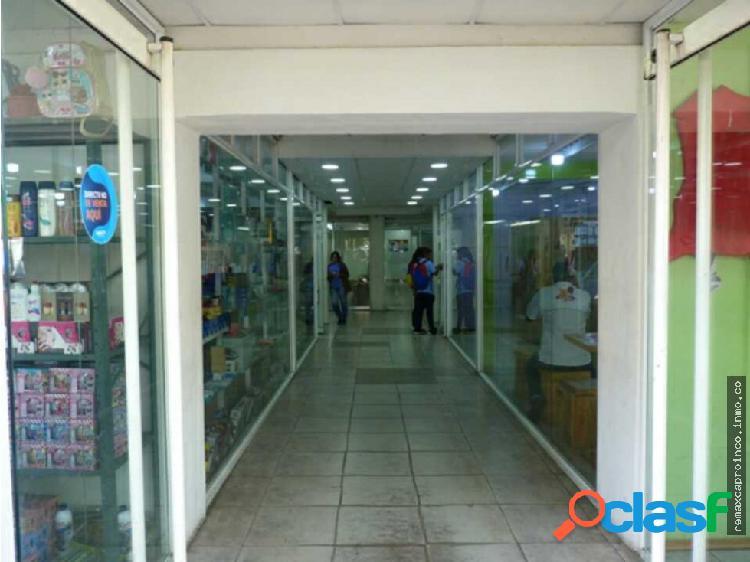Locales comerciales de 80 m2 en c. c. gandi