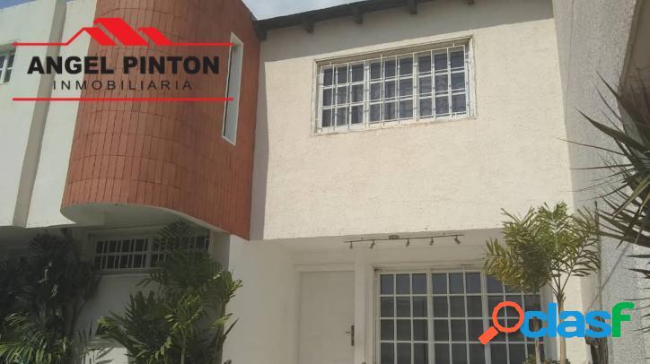 Townhouse venta av goajira maracaibo api 3421