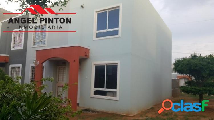 Townhouse venta camino a la lagunita maracaibo api 4257