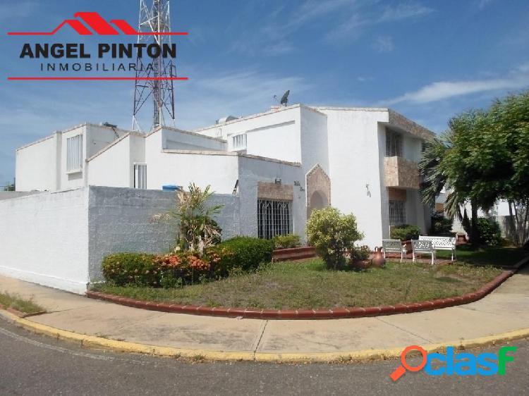 Townhouse venta av.paul moreno maracaibo api 4416