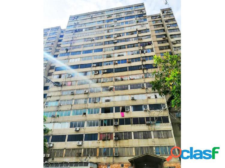 Apartamento en el parque residencial karuay, piso 6.