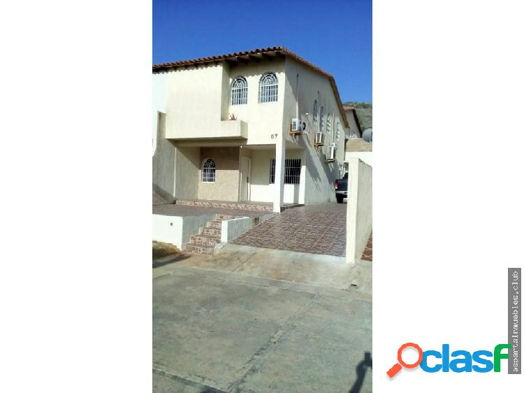 Manantial, town house, los robles venta