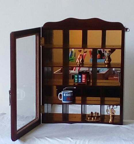 Repisa de pared con puerta de vidrio para miniaturas