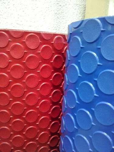 Alfombra Plástica De Colores Azul Y Rojo 1,60 De Ancho.