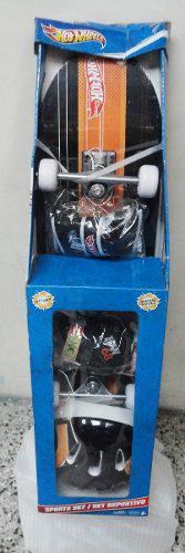 Combo de patineta, casco y protectores hotwheels