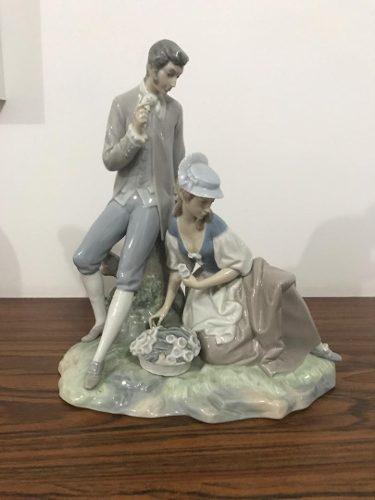 Figura porcelana lladro pareja galante campestre