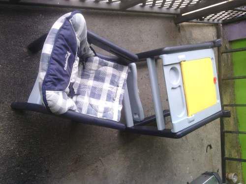 Mesa con silla plastia cute babies usada