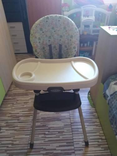 Mesa o silla para comer de bebe maca graco excelente estado