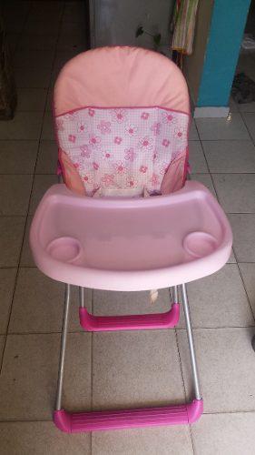 Silla de bebe rosada prácticamente nueva