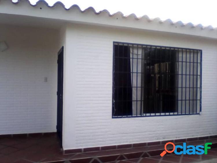 Se vende casa las mercedes rah: 20-554