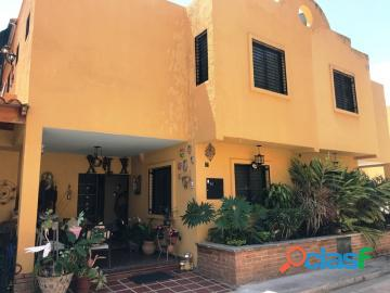 Townhouse en venta en piedra pintada, valencia, carabobo, enmetros2, 20 03008, asb