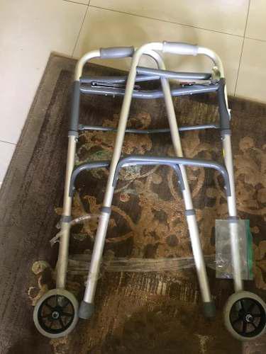 Andadera de aluminio con ruedas